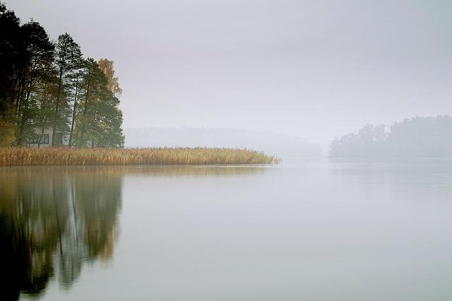 lake-2983738_640